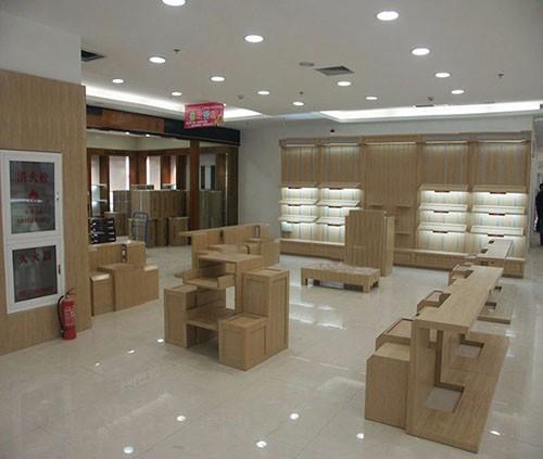 商业展柜的传统与创新